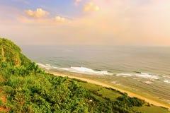 从Uluwatu的印度海洋 免版税库存照片