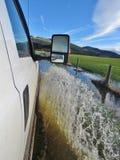 承担洪水的福特 库存图片
