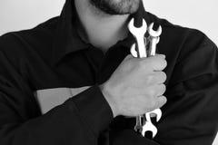 技工或水管工用金属扳手设备在手中 免版税图库摄影