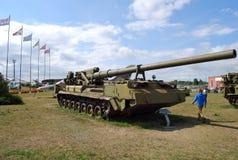 技术博物馆K g Sakharova在露天下在市陶里亚蒂 203 mm自走牡丹枪2C7 翼果地区 免版税库存照片