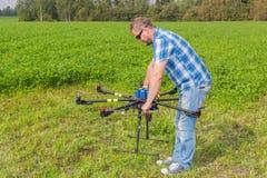 技术员校准的multicopter指南针飞行员 库存图片