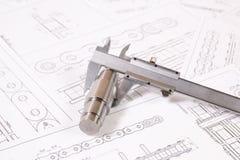 技术图画、轮尺和驱动胶辊链子 工程学、技术和金属工艺 细节的轮尺测量  库存照片