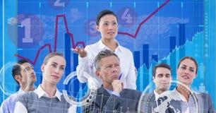 技术图表的数字式综合图象与商人的在办公室 库存照片