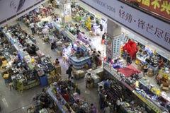 技术市场中心的里面看法购物 库存图片