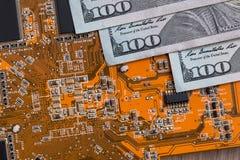 从技术的美元 免版税库存照片
