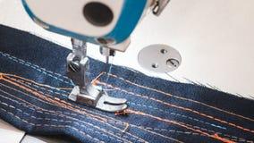 技术,制造业,手工造概念 紧密在缝纫机的最重要的细节 库存照片