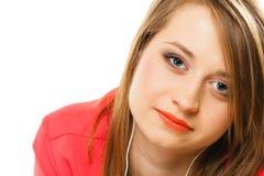 技术,音乐-耳机的青少年的女孩 免版税图库摄影