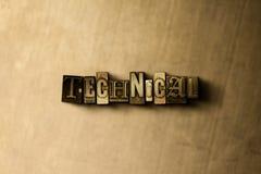 技术-脏的葡萄酒特写镜头排版了在金属背景的词 免版税库存图片