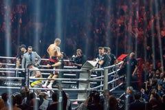 把在Mairis Briedis和Oleksandr Usyk之间的世界超级系列半最后的战斗装箱 竞技场 免版税库存照片