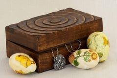 把复活节彩蛋重点银装箱 免版税库存图片