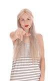 把手指指向的严肃的妇女照相机 免版税库存图片