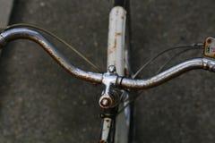把手生锈的自行车 免版税库存照片