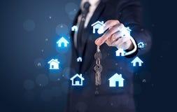 把握与房子的商人关键 免版税库存照片