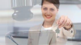 把握房子关键的女性不动产房地产经纪商的数字动画 影视素材