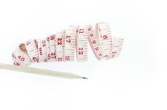 把测量与在白色隔绝的铅笔录音 库存图片