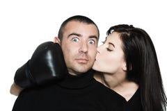 把滑稽的争议冲突装箱的夫妇 免版税图库摄影