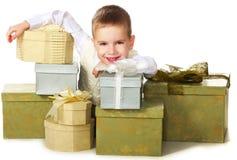 把男孩礼品装箱许多 免版税图库摄影