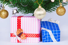 把礼品查出的白色装箱 免版税图库摄影