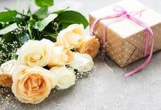 把礼品玫瑰装箱 免版税库存图片