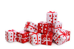 把礼品红色丝带白色装箱 免版税库存图片