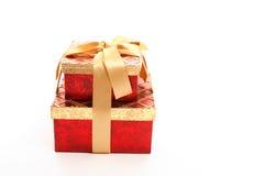 把礼品金子红色装箱 库存照片
