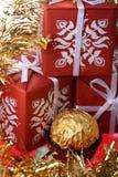 把礼品金黄豪华一甜点三装箱 库存照片