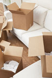 把纸板房子移动空间装箱 免版税库存图片