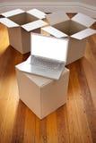把计算机电子邮件移动装箱 免版税库存照片