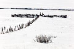 把雪赶入围栏 免版税库存照片