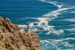 把雷耶斯灯塔指向太平洋海岸,在1870年修造 图库摄影