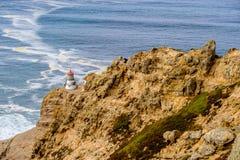 把雷耶斯灯塔指向太平洋海岸,在1870年修造 免版税图库摄影
