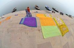 把洗衣店面纱向后拉,瓦腊纳西,印度 库存照片