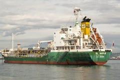 把Sasa口岸留在的货轮在达沃市,菲律宾 库存照片