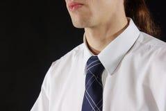 抓住衣领口的人衬衣关系 库存图片