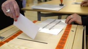 投下表决的人入投票箱在竞选期间 关闭 股票视频