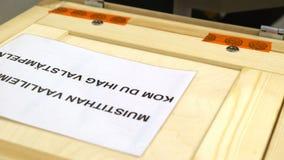 投下表决的人入投票箱在竞选期间 股票视频
