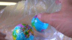 投入在塑料袋里面的小世界地球 股票视频