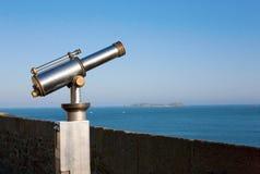 投入硬币后自动操作的俯视的海运望&# 免版税库存图片