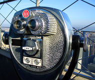 投入硬币后自动操作的双筒望远镜 库存图片