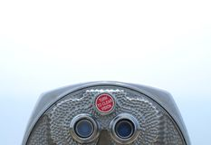 投入硬币后自动操作的双筒望远镜 图库摄影