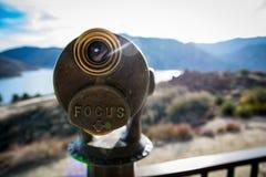 投入硬币后自动操作的双筒望远镜 免版税图库摄影