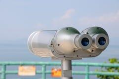 投入硬币后自动操作的反光镜望远镜 免版税库存图片