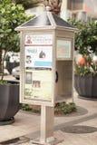 投币式公用电话关闭太阳 免版税库存照片