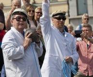 投掷冷石头的芬兰不科学的社团 免版税库存照片