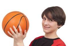投掷篮球的蓝球运动员 免版税库存照片