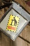 投掷的人的标志警告  免版税库存图片