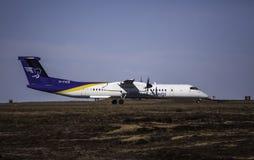 投炸弹者Q400 -空气冰岛 免版税库存图片