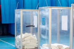 投票在乌克兰 表决箱子 免版税库存照片
