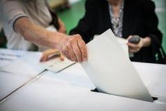 投票的手细节 库存照片