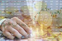 投资在股票市场上,商人的概念下棋 好财政规划一定是彻底的 的treadled 库存图片